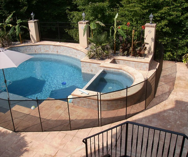 removable mesh pool fence in black